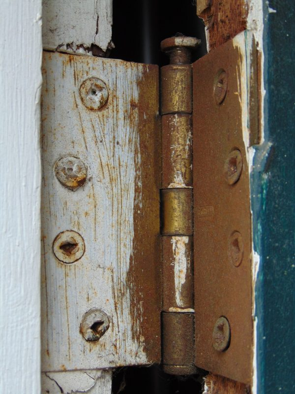 bisagra, puerta vieja
