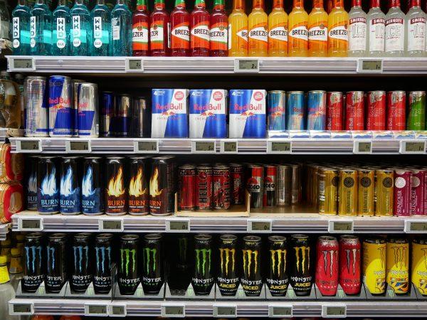 bebidas energéticas, estante