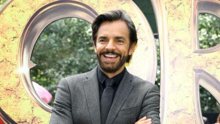 """Eugenio Derbez emociona a sus fans con el estreno de la """"Familia Peluche"""" en cine"""