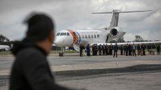 EE.UU. realiza la mayor deportación de cubanos en un solo vuelo