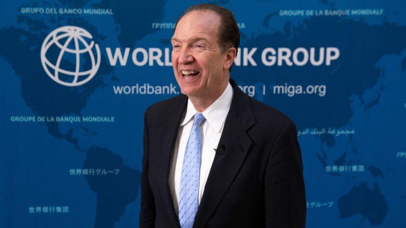 El presidente del Grupo del Banco Mundial, David Malpass, habla durante una entrevista con AFP en la sede del Banco Mundial en Washington, DC, el 9 de julio de 2019. (SAUL LOEB/AFP/Getty Images)