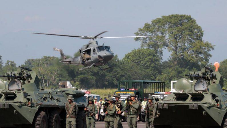 Miembros de la Guardia Nacional participan en un ejercicio militar en el aeropuerto García Hevia de La Fría, estado de Táchira, Venezuela, el 10 de septiembre de 2019. (SCHNEYDER MENDOZA/AFP/Getty Images)