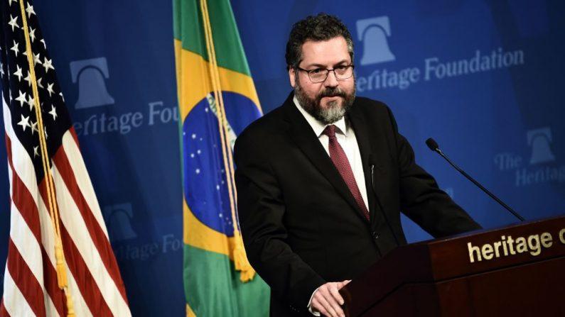 El Ministro de Relaciones Exteriores de Brasil, Ernesto Araújo, ofrece una sesión informativa en la Fundación Heritage el 11 de septiembre de 2019, en Washington DC. (ERIC BARADAT/AFP/Getty Images)