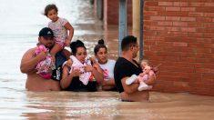 Cascadas de agua con mortales lluvias torrenciales inundan el sureste de España causando destrucción