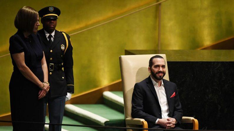 El presidente salvadoreño Nayib Armando Bukele espera para hablar durante la 74ª Sesión de la Asamblea General en la sede de la ONU en Nueva York el 26 de septiembre de 2019. (TIMOTHY A. CLARY/AFP/Getty Images)