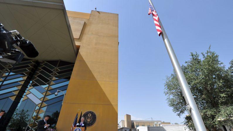 Ryan Crocker, exembajador de EE.UU. En Afganistán, durante una conferencia de prensa en la embajada de EE. UU. En Kabul el 22 de septiembre de 2011. (Adek Berry/AFP/Getty Images)