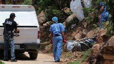 Encuentran al menos 44 cuerpos desmembrados dentro de bolsas en una fosa común en México
