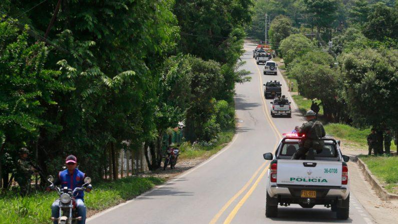 Las fuerzas de seguridad patrullan las calles de Tibú, en la región del Catatumbo, departamento de Norte Santander, en el noreste de Colombia, el 27 de abril de 2018. (JOHN VIZCAINO/AFP/Getty Images)