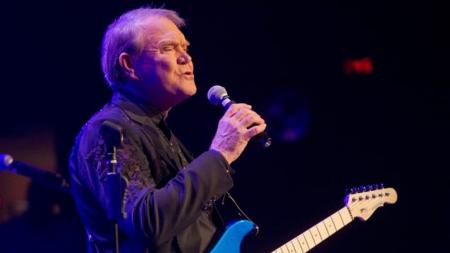 Famoso cantante dedica su última canción a su esposa antes de olvidarla por completo