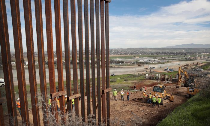 Uma seção da parede da borda é construída nos EUA. lado da fronteira em Tijuana, México, em 28 de janeiro de 2019 (Scott Olson / Getty Images)