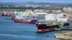 Na ausência de empresas dispostas a transportar petróleo para Cuba, a PDVSA utiliza seus próprios navios