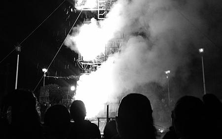 Show con pirotecnia. Imagen de archivo (Wikimedia Commons)