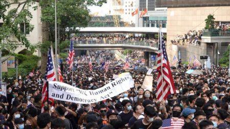 "Manifestantes en Hong Kong piden a Trump que los ""libere"""