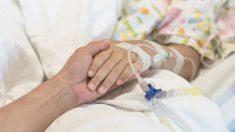 Mamá no puede despertar a su hija de la siesta, cuando descubre la grave razón la lleva a urgencias