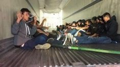 Detienen a 31 mexicanos ilegales escondidos en un camión viajando por Arizona