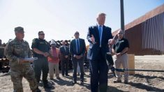 Trump deja un autógrafo en el muro fronterizo México-Estados Unidos con un marcador indeleble