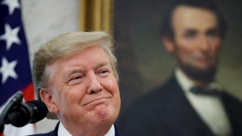 El presidente de Estados Unidos, Donald J. Trump en la Oficina Oval de la Casa Blanca en Washington, DC, EE. UU., el 22 de agosto de 2019. EFE/EPA/SHAWN THEW/