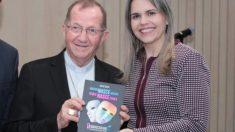 Deputada distribui 10 mil livros contra Ideologia de Gênero em resposta a Felipe Neto