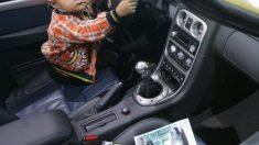Niño de cinco años conduce un auto en busca de su padre y causa un accidente de tránsito