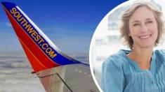 Detienen el avión antes de despegar y le piden que baje, solo para darle una terrible noticia de su hijo