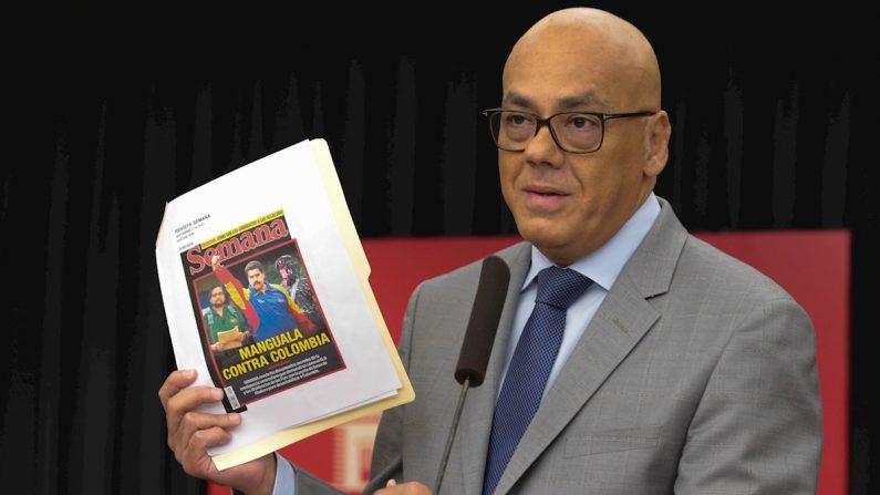 El ministro de Información de Venezuela, Jorge Rodríguez, ofrece declaraciones mientras sostiene una copia de la portada de la revista colombiana Semana, con la imagen del dictador venezolano Nicolás Maduro, en Caracas (Venezuela). EFE/ Prensa Miraflores
