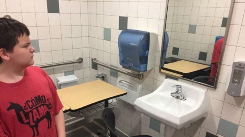 Estudiante con necesidades especiales se mudó al baño en la Escuela Intermedia Whatcom (Foto cortesía de Danielle Goodwin)