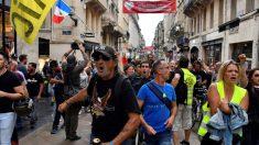 """Novos protestos dos """"coletes amarelos"""" em Paris têm 152 pessoas presas"""
