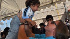 """La fundación de Ricardo Montaner lleva fe y esperanza a chicos discapacitados: """"Dios está aquí"""""""