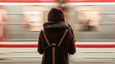 Pai perde filha em um trem quando ela tinha quatro anos e eles se encontram novamente 20 anos depois