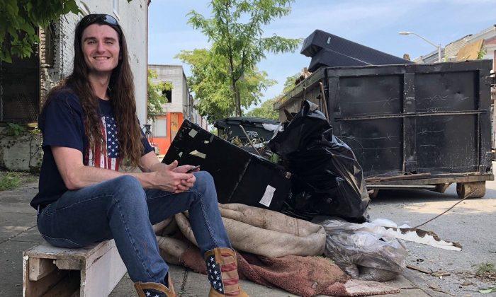 El activista conservador Scott Presler después de un evento de limpieza de calles en Baltimore, Maryland, el 5 de agosto de 2019. (Cortesía de Scott Presler)