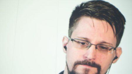 Snowden pode trocar de refúgio, mas está mais seguro na Rússia, diz advogado