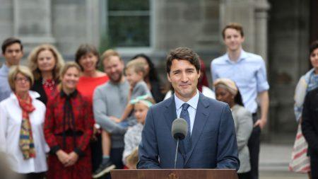 """Imprensa canadense divulga novas imagens de Justin Trudeau com """"blackface"""""""