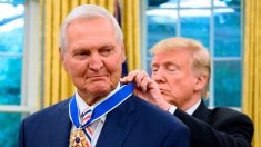 Lenda da NBA é condecorada por Trump com maior honraria civil dos EUA