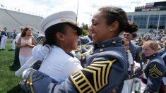34 mujeres negras rompen récord histórico al graduarse de colegio militar de élite