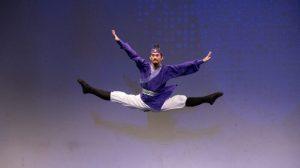 La determinación y la humildad alimentan el ascenso a la cima del bailarín Víctor Li