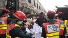 73 muertos por explosión de una bombona de gas en un tren de Pakistán