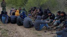 Descubren a 43 inmigrantes indocumentados en una casa de seguridad en Texas