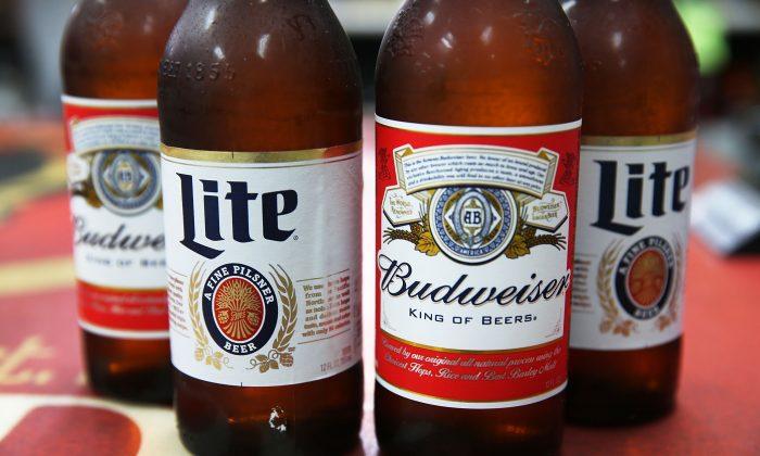Miller, Lite e Budweiser (ilustração de Joe Raedle / Getty Images)