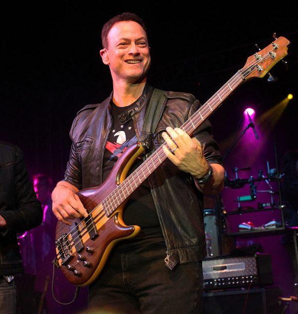 Gary Sinise, guitarra
