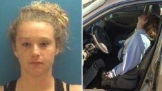 Mamá se volvió viral después de que una foto de la policía la mostrara en medio de una sobredosis