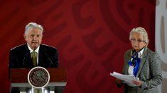 "Diputada da un cigarrillo de marihuana a secretaria de gobierno de López Obrador ""para construir la paz"""