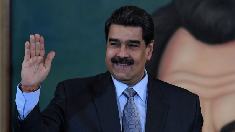 El dictador venezolano Nicolás Maduro saluda después de una conferencia de prensa en Caracas el 30 de septiembre de 2019. (YURI CORTEZ/AFP/Getty Images)