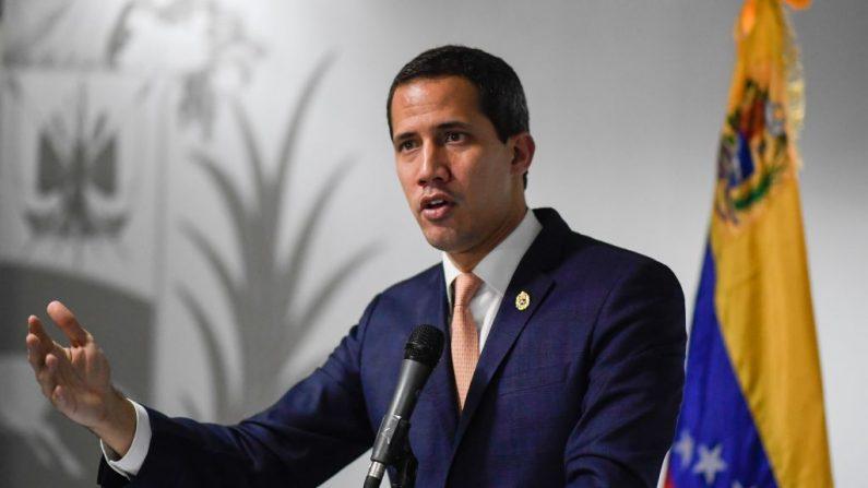 El presidente encargado de Venezuela Juan Guaido habla durante una conferencia de prensa en Caracas, el 17 de octubre de 2019. (FEDERICO PARRA/AFP vía Getty Images)