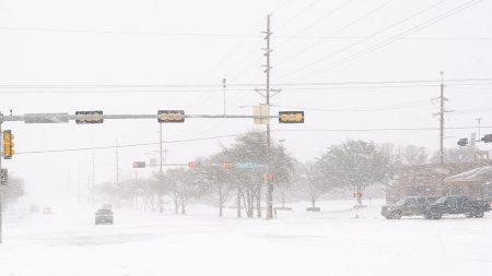 Rara tormenta de nieve otoñal cubre de blanco a un pueblo de Texas