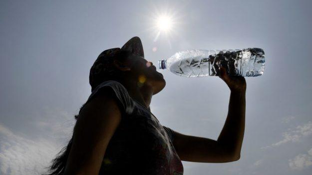 Si usted usa botellas reutilizables, mejor siga los consejos de este médico