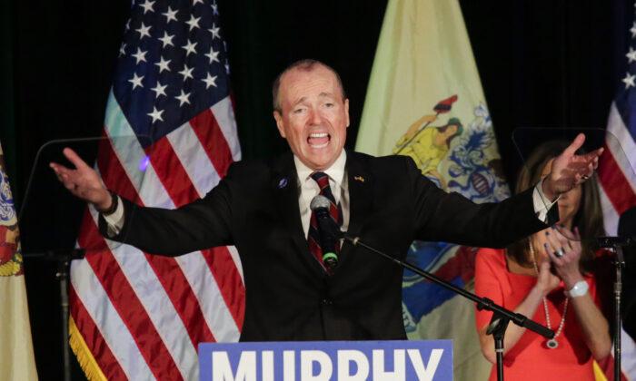 El gobernador electo de Nueva Jersey, Phil Murphy, habla en el acto de la noche de las elecciones en Asbury Park, Nueva Jersey, el 7 de noviembre de 2017. (Eduardo Muñoz Alvarez/Getty Images)
