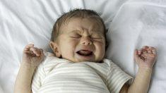 Madre observa una mancha en la foto de su bebé y se da cuenta de un cáncer oculto en el ojo
