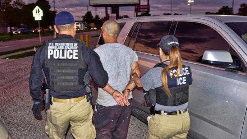 César Díaz Rodríguez, de 30 años, fue arrestado por oficiales de ICE en Houston, Texas, el 8 de octubre de 2019 (Servicio de Inmigración y Control de Aduanas de EE. UU.)