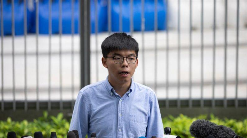 Ativista pró-democracia e líder do partido Demosisto de Hong Kong, Joshua Wong, discursa em uma conferência de imprensa fora do Conselho Legislativo em Hong Kong, China, em 29 de outubro de 2019. Um oficial eleitoral de Hong Kong em 29 de outubro impediu Wong de concorrer no Conselho Distrital Eleições agendadas para 24 de novembro de 2019 (EFE / EPA / JEROME FAVRE)