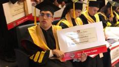 Colombiano con parálisis cerebral se gradúa de medicina y obtiene una maestría en epidemiología